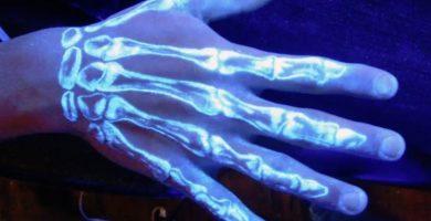 tatuajes fluorescentes con tinta ultravioleta